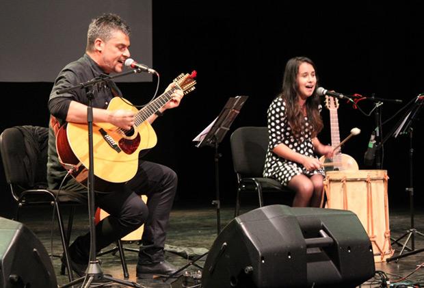 Ángel Parra Orrego con Camila Escobar Aravena. © Consejo Nacional de la Cultura y las Artes