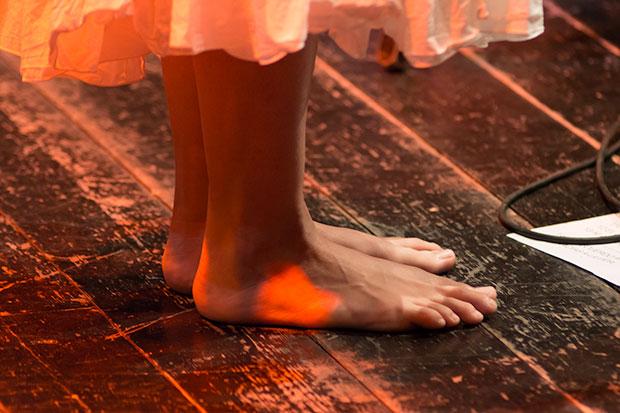 Los pies desnudos de Rusó Sala. © Xavier Pintanel