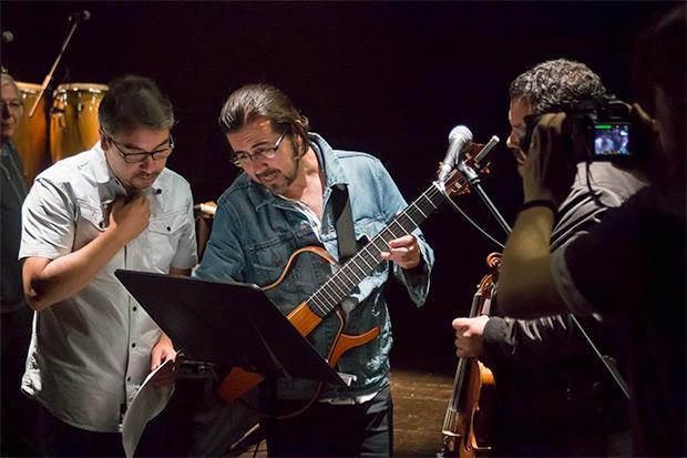 César Jara, Manuel Meriño y Daniel Cantillana afinando detalles de última hora. © Xavier Pintanel