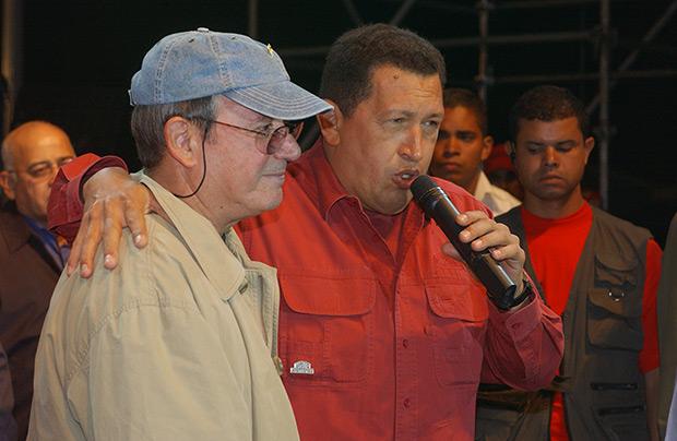 Silvio Rodríguez y Hugo Chávez.