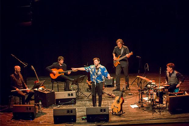 Alessio Arena con su banda en el CAT de Barcelona. © Xavier Pintanel