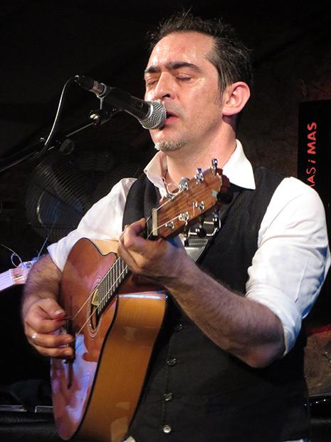 Raúl Rodríguez y su tres flamenco. © Isabel Llano