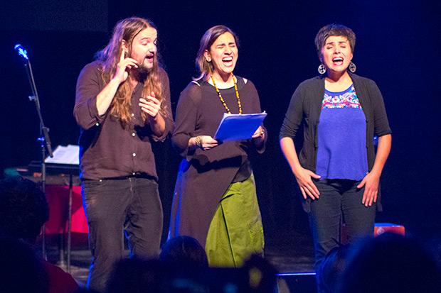 Nano Stern, Marta Gómez y Elizabeth Morris en un bis a capella cantando a Violeta Parra. © Xavier Pintanel