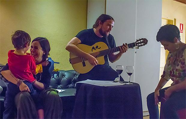 Marta Gómez, Nano Stern y Elizabeth Morris ultimando los últimos detalles para el concierto. © Xavier Pintanel