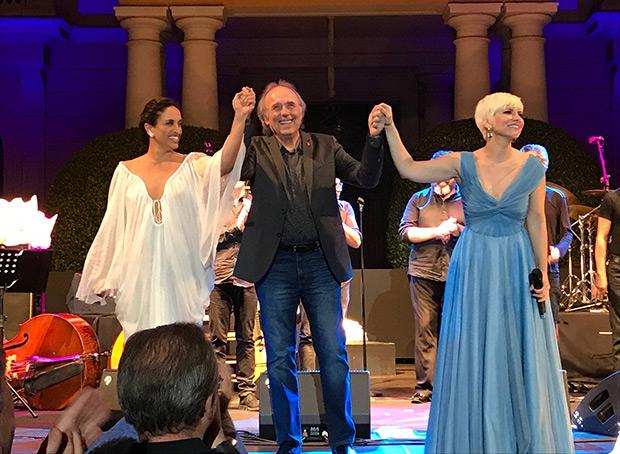 Noa, Joan Manuel Serrat —la sorpresa de la noche— y Pasión Vega en el Festival Jardins de Pedralbes de Barcelona 2017.  © Anna Tusell