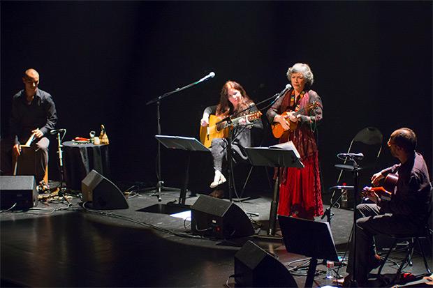 De izquierda a derecha:Greco Acuña, Tita Parra,Isabel Parra y «Chicoria» Sánchez. © Xavier Pintanel