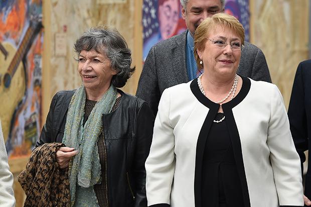 Isabel Parra y Michelle Bachelet. © Prensa Presidencia   Gobierno de Chile