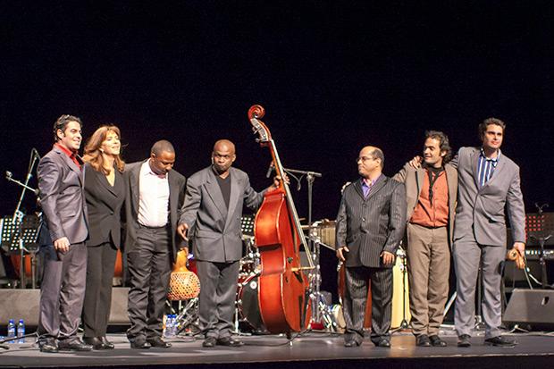 Maria del Mar Bonet con Jorge Reyes y su quinteto en el concierto celebrado el 11 de febrero de 2012 en el Auditori de Barcelona. © Xavier Pintanel