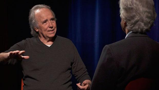 Joan Manuel Serrat entrevistado por Lluís Permanyer en el documental «Serrat, el noi del Poble Sec».
