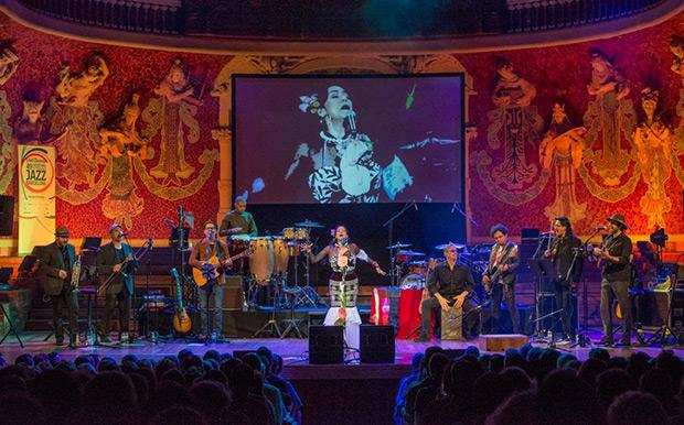 Lila Downs y su banda en el Palau de la Müsica Catalana de Barcelona. © Lorenzo Duaso   Voll-Damm Festival Internacional de Jazz de Barcelona