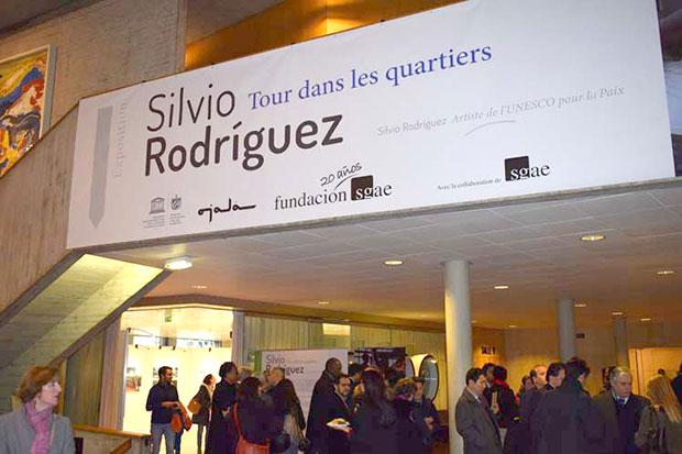 Silvio Rodríguez expone su obra fotográfica en París.