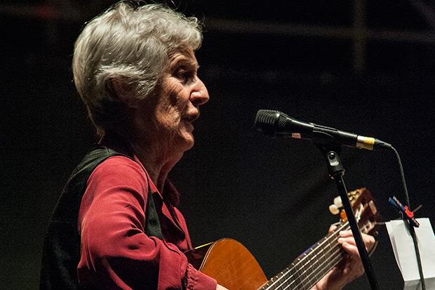 Giovanna Marini amb El Quartetto Urbano i cantants de la Coral Inni e Canti di Lotta