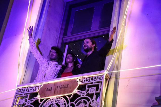 Chinoy, Anita Tijoux y Nano Stern en la «Noche de los balcones». © Prensa Consejo Nacional de la Cultura y las Artes
