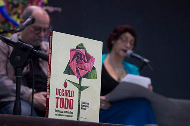 El volumen Decirlo todo recoge detalles sobre la política cultural de la Revolución Cubana. © Abel Carmenate | Casa de las Américas