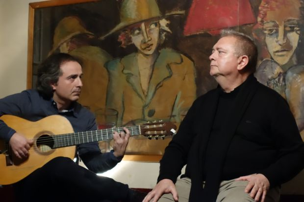Enrique Moratalla acompañado a la guitarra por Rafael Soler © Mª Gracia Correa