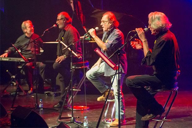 Otros compañeros de generación, el grupo Coses, formado por Miquel Estrada, Ton Rulló y Jordi Fàbregas; en la foto con Antoni Olaf Sabater. © Xavier Pintanel