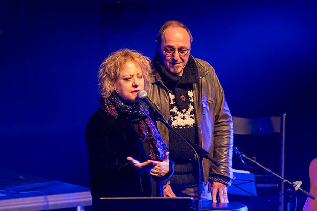 Marina Rossell, compañera de generación de Ramon Muntaner y a quien calificó como «el mejor»; y Pere Camps, director del festival; presentaron el concierto. © Xavier Pintanel