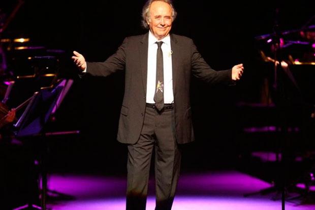Joan Manuel Serrat en el teatro Colón de Buenos Aires.