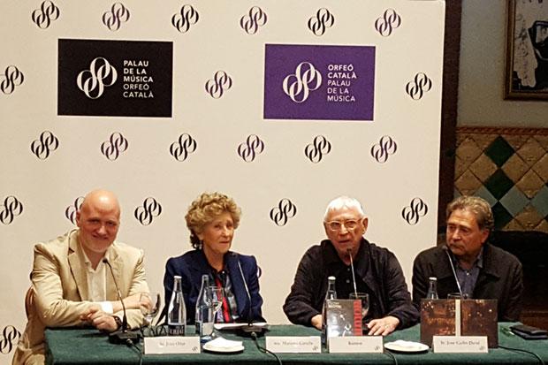 De izquierda a derecha: Joan Oller, director general del Palau; Mariona Carulla, presidenta de la Fundación del Palau de la Música; Raimon; y Joan Carles Doval, director de la discográfica Picap. © Xavier Pintanel