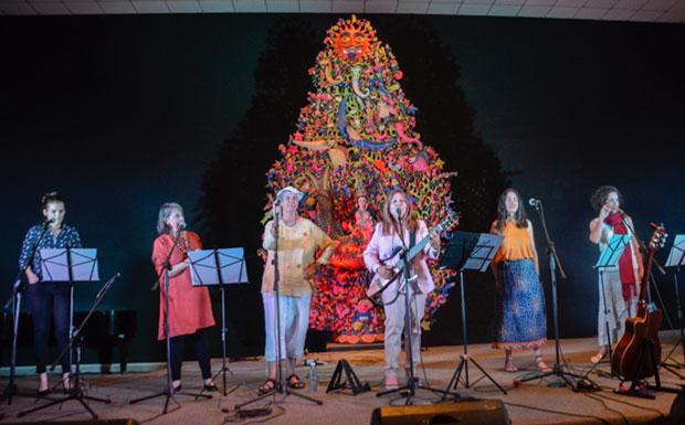De izquierda a derecha:Verónica Cruz,Cecilia Todd,Heidi Igualada,Liuba María Hevia,Yaíma Orozco yZoraida Santiago. © Kaloian Santos Cabrera