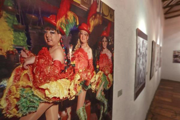 La china morena reivindica el papel de los travestis en el folclore boliviano.