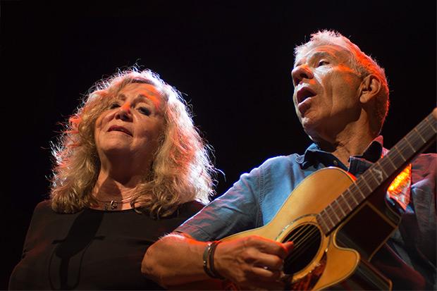 Montse Domènech y Eduard Estivill en el concierto de presentación de «Nit amiga» enel CAT de Barcelona. © Xavier Pintanel