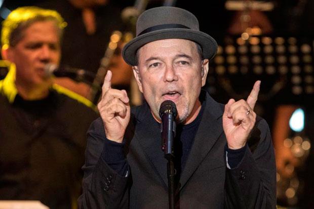 El cantante panameño Rubén Blades, durante el concierto inaugural de la XXIV edición del Festival La Mar de Músicas ofrecido esta noche en el Parque Torres de Cartagena, en Murcia. © EFE|Marcial Guillén