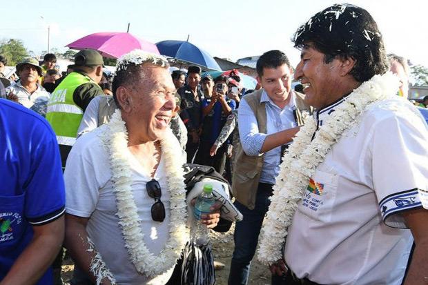 Gonzalo Hermosa con Evo Morales. © ABI