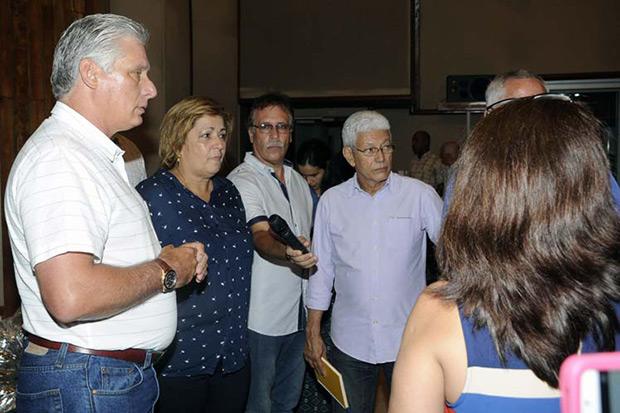 El Presidente de Cuba Miguel Díaz-Canel visita los estudios de grabaciones Abdala. © PL