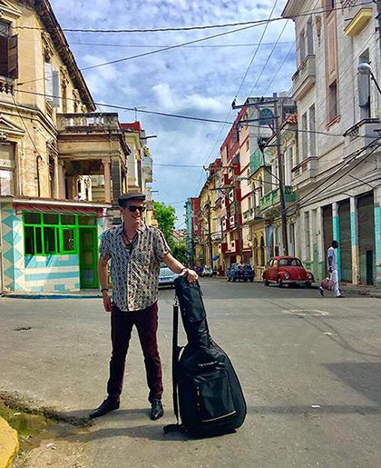 Santiago Auserón en La Habana.