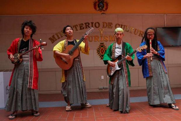 El grupo Wayra JaponAndes durante una presentación en La Paz (Bolivia). De izquierda a derecha: Hiroyuki Akimoto, Kenichi Kuwabara, Kohei Watanabe y Takahiro Ochiai. © EFE
