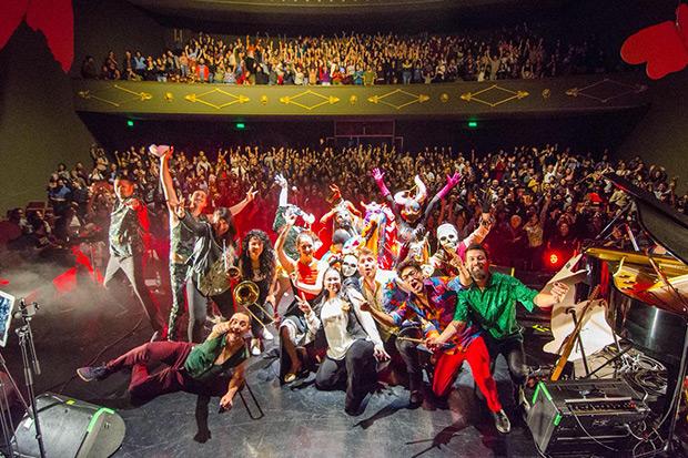 Pascuala Ilabaca presentó «El Mito de la Pérgola» en el Teatro Oriente en Santiago (Chile).