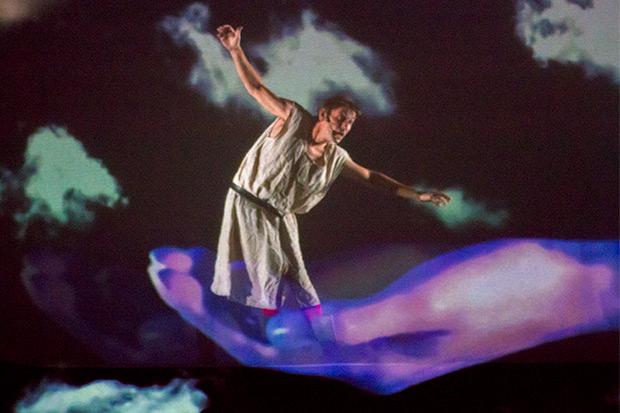 «Miedo» es un espectáculo multimedia sincronizado de forma impecable con textos y canciones, en el que Albert Pla es el protagonista. © Xavier Pintanel