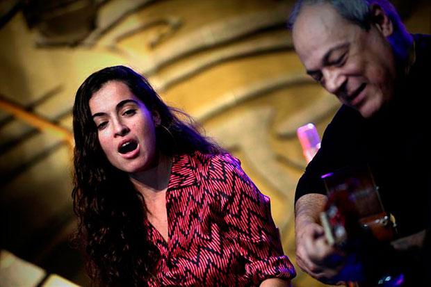 Sílvia Pérez Cruz y Toquinho. © EFE