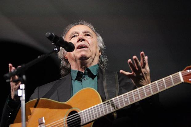 La voz de Serrat transporta el aroma de su querido Mediterráneo hasta Uruguay.