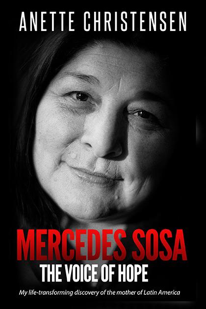 Portada del libro «Mercedes Sosa. The voice of hope» de Anette Christensen.