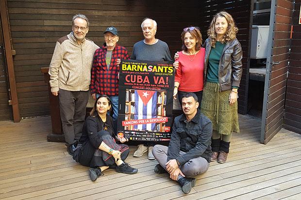 De izquierda a derecha: de pie, Antoni Olaf Sabater, Manel Joseph, Joan Isaac, Laura Simó y Rusó Sala; sentados, Marta Gómez y Olden. © Xavier Pintanel