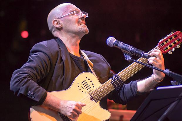 Enric Hernàez en el concierto del 3 de marzo de 2018 en la Sala Luz de Gas en el marco de la décimo tercera edición de festival BarnaSants. © Xavier Pintanel