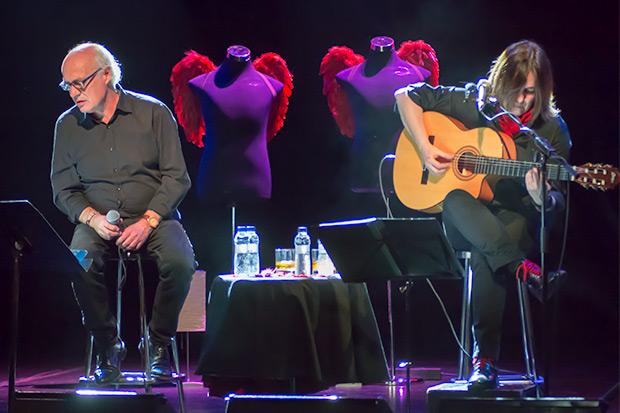 Joan Isaac y Sílvia Comes presentando «Cita amb ángels» en la Sala Luz de Gas. © Xavier Pintanel