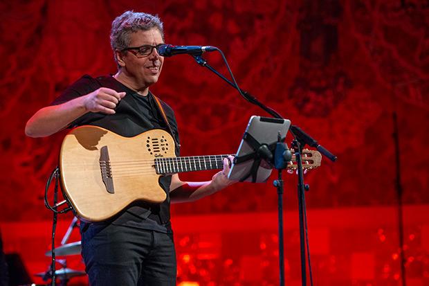 Pedro Guerra el pasado 15 de febrero en el Palau de la Música de Barcelona. © Lorenzo Duaso