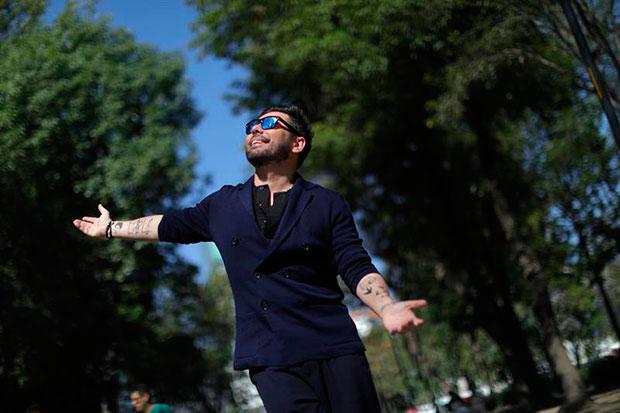 El cantante Miguel Ángel Poveda posa en entrevista con Efe el pasado jueves, en Ciudad de México (México). © EFE