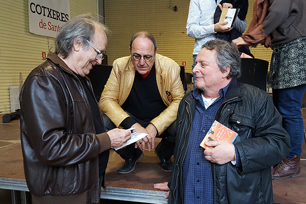 Joan Manuel Serrat, Pere Camps y Ramon Muntaner en la presentación del disco «Cançó de carrer. Cantem Ramon Muntaner». © Xavier Pintanel
