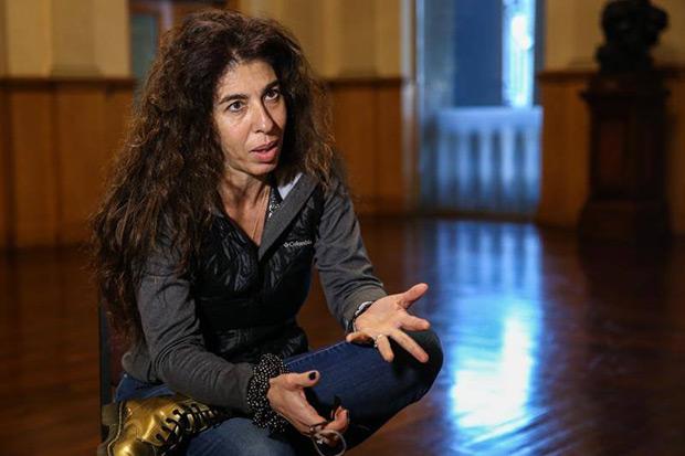 La compositora e intérprete uruguaya Rossana Taddei habla durante una entrevista con Efe el 21 de mayo de 2019, en Montevideo (Uruguay). © EFE