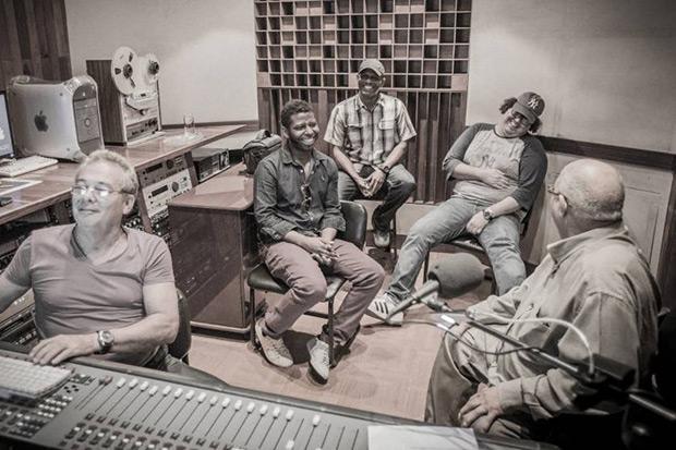 Fotograma de la grabación de «Standars» de Pablo Milanés.