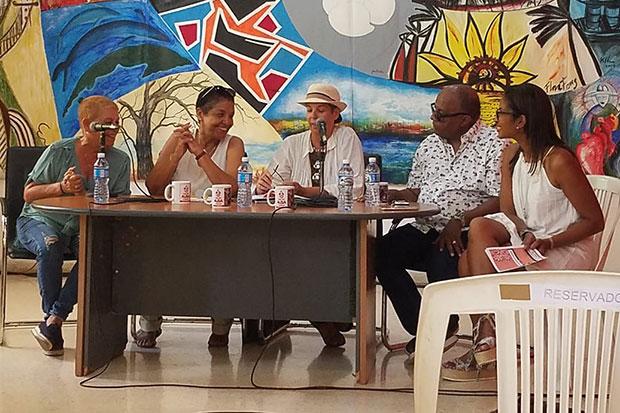 Marta Campos y Heidi Igualada (segunda y tercera a la izquierda respectivamente) en la conferencia de prensa en la Casa del Alba Cultural presentando el tercer Encuentro de Cantoras «Ella y yo».