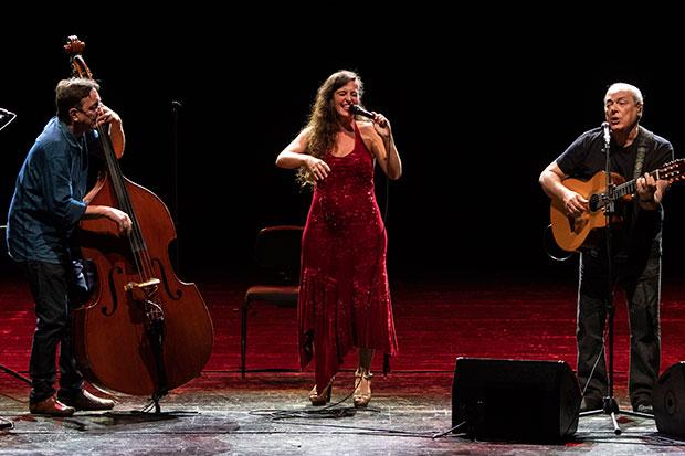Javier Colina, Sílvia Pérez Cruz y Toquinho. © Universal Music Festival 2019