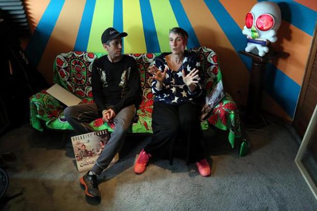 Fotografía tomada el pasado 4 de febrero en la que se registró a Héctor y Andrea, integrantes de la banda colombiana de rock Aterciopelados, durante una entrevista con Efe, en Bogotá (Colombia). © EFE|Mauricio Dueñas Castañeda