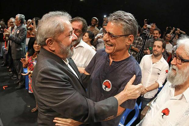 Luiz Inácio Lula da Silva con Chico Buarque. © Instituto Lula Ricardo Stuckert