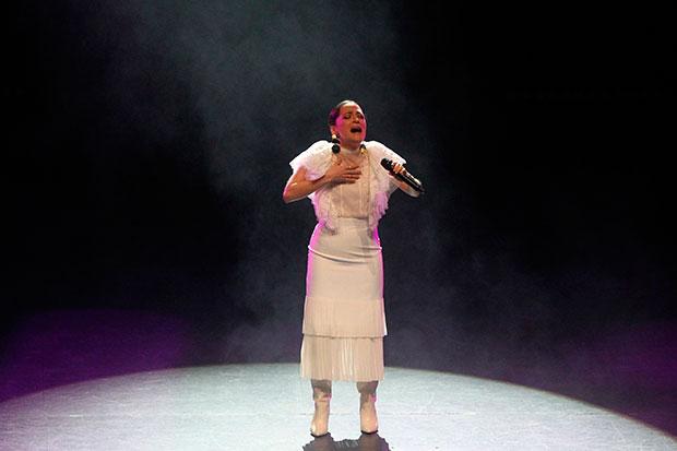 La cantante mexicana Natalia Lafourcade se presenta este lunes durante el concierto «Un Canto por México» en el Auditorio Nacional en Ciudad de México (México). © EFE|Mario Guzmán
