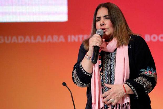 Fotografía tomada en noviembre de 2017 en la que se registró a la cantante peruana Tania Libertad, durante la celebración del 50 aniversario del libro «Cien años de soledad», en Guadalajara (México) © EFE|Ulises Ruiz Basurto